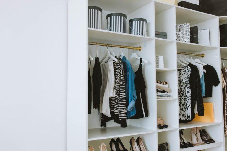 Czym zastąpić klasyczną garderobę w przedpokoju?